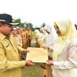 Bupati Berikan SK 694 Honorer di Lingkungan Kecamatan Kundur