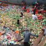 Kapal Sembako Tenggelam, Warga Tanjungbatu Berebut Ambil Muatan