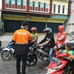 BAZNAS Karimun Bagikan 1.000 Masker Antisipasi ISPA