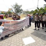 Ratusan Buruh Unjuk Rasa di Tiga Lokasi di Karimun
