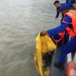 Nelayan Temukan Sosok Mayat Pria Mengapung di Laut Karimun! Hubungi Polisi Bagi yang Kehilangan Keluarganya