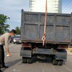 Lawan Arah, Truk Bermuatan Tabrak Pengendara Motor Hingga Tewas