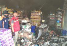 Beberapa anggota Satpol PP usai melakukan pemadaman di Sun Family Mart Sei Raya, pagi tadi, (istimewa)