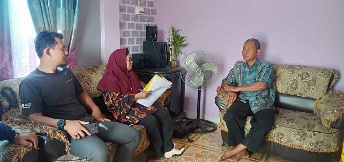 Tim BPNB Kepri sedang memverifkasi salah satu sanggar yang di Kabupaten Karimun, kemarin,